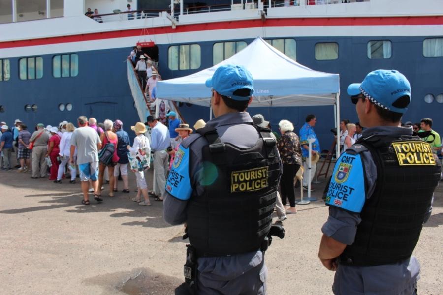 turismo CRUZEIROS policia