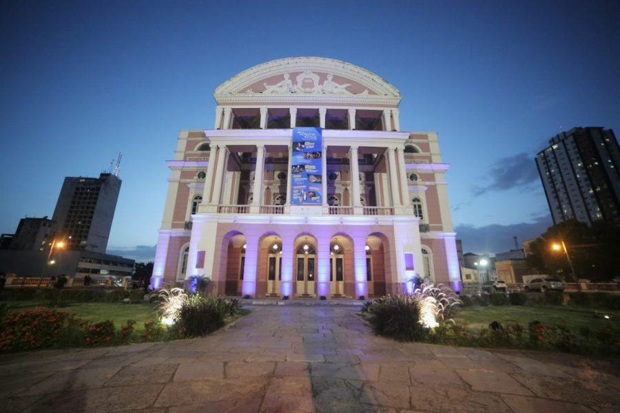 teatro amazonas azul
