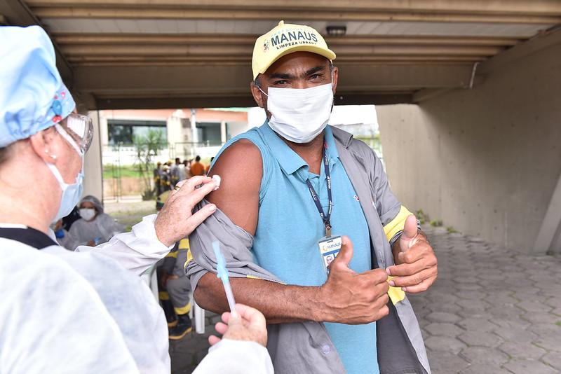 Prefeitura de Manaus Vacinação Coveiros Covid-19 | Foto: Dhyeizo Lemos / Semcom