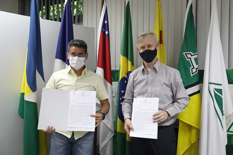 Prefeito de Manaus, David Almeida e superintendente da Suframa, general Algacir Polsin | Foto: Ruan Souza / Semcom