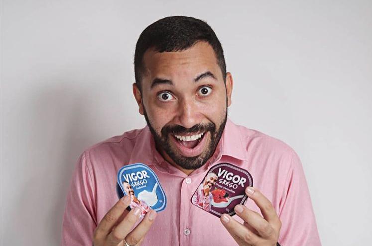 Gilberto - BBB 21 com iogurtes VIGOR | Foto: Instagram